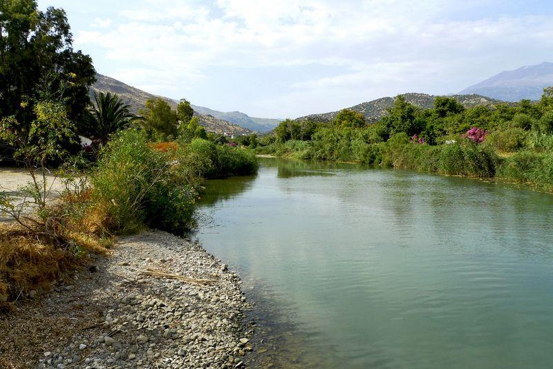 Πλατύς ποταμός